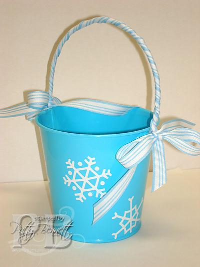 Snowflake tin