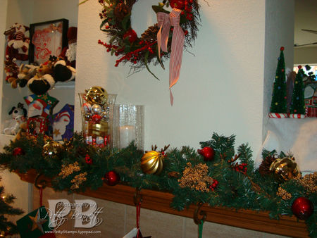 Christmas mantle 08