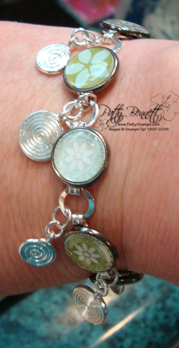 Bracelet_on_wrist